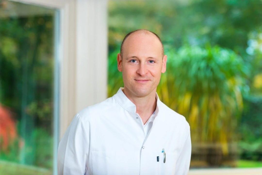Dr. Philipp Behrendt in seiner Praxis Sentruper Höhe in Münster