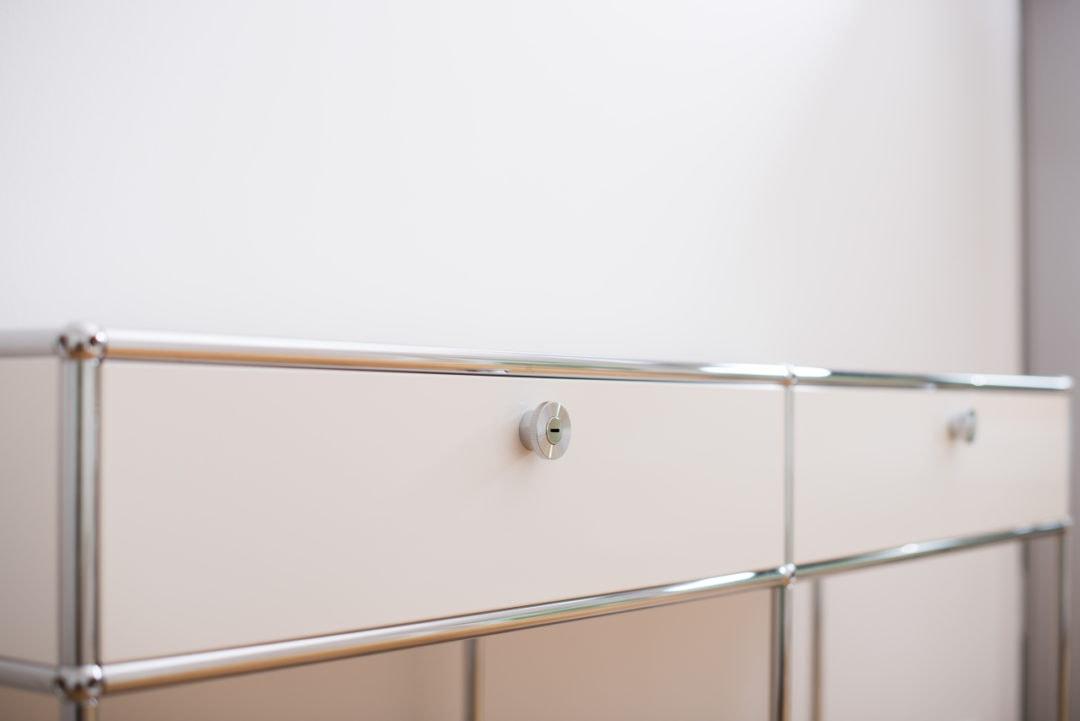 Detailansicht des Sideboards im Flur der Praxis Sentruper Höhe